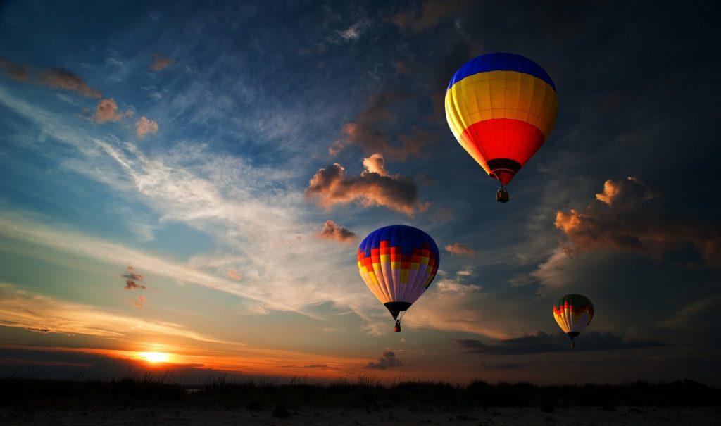 colourfull hot air balloon over melbourne