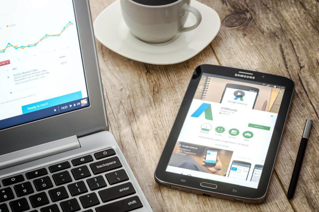 tablet-laptop-coffee